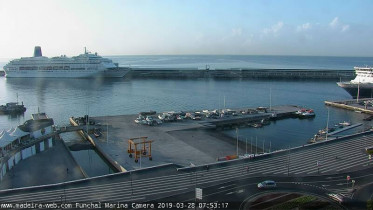 Preview webcam image Funchal - harbor