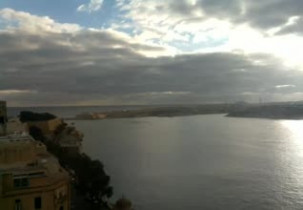 Preview webcam image Admission to the beach from the British Grand Hotel