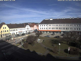 Preview webcam image Attnang-Puchheim - Town Hall Square